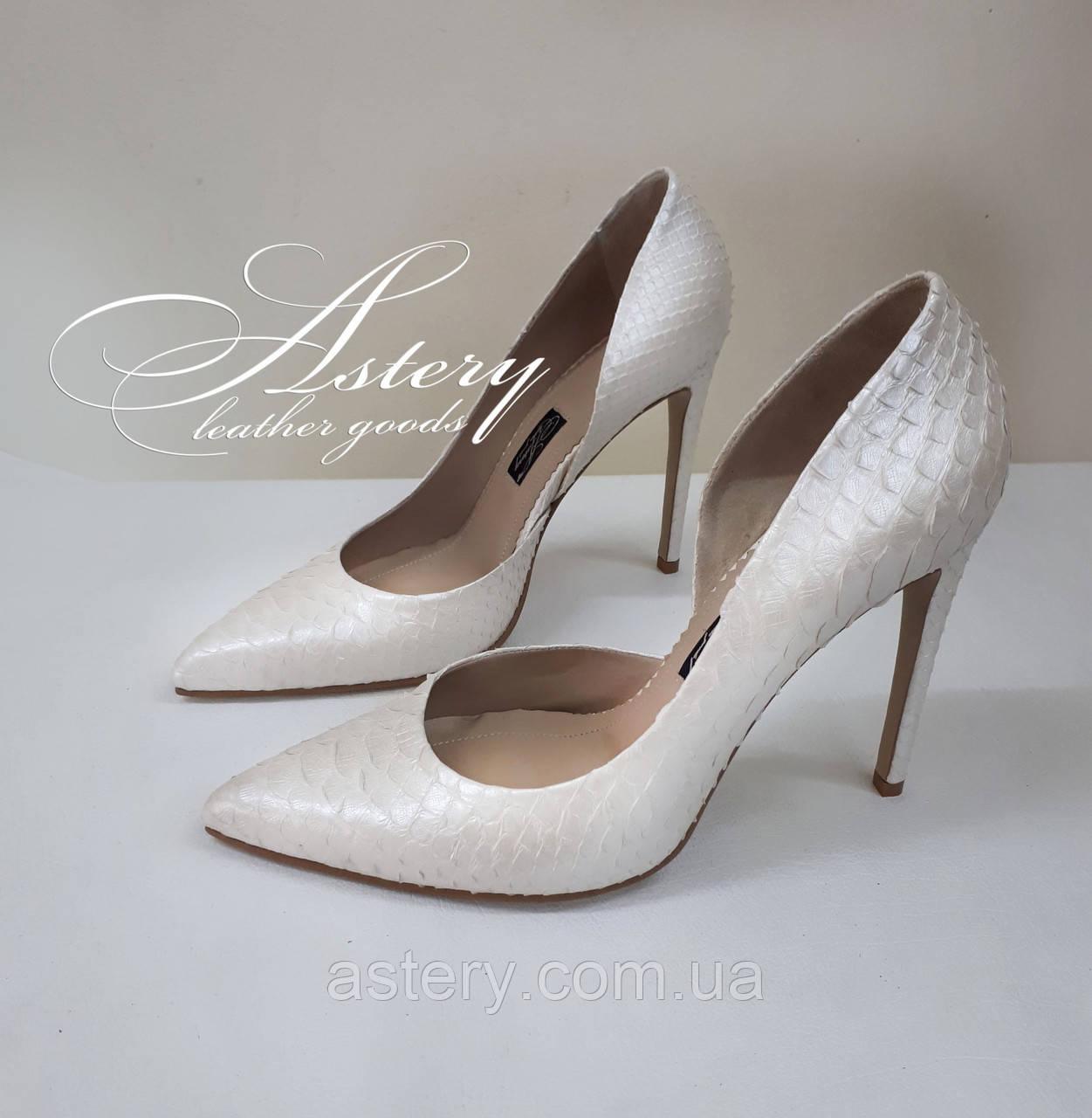 Жіночі білі перлинні туфлі з пітона на шпильці