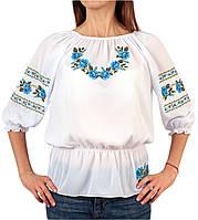 Жіноча шифонова блузка білого кольору з голубим орнаментом на короткий рукав, фото 1