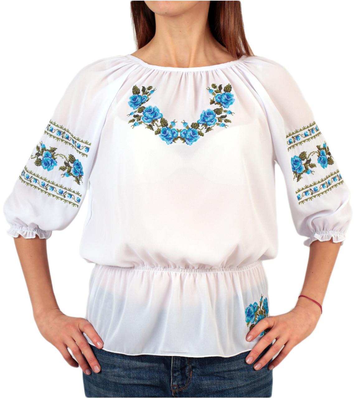 Жіноча шифонова блузка білого кольору з голубим орнаментом на короткий рукав