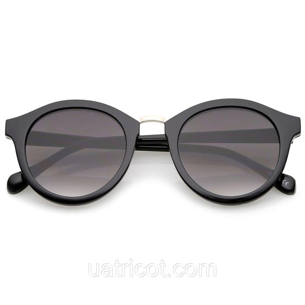 Женские круглые солнцезащитные очки в чёрной оправе с серебряной металлической вставкой