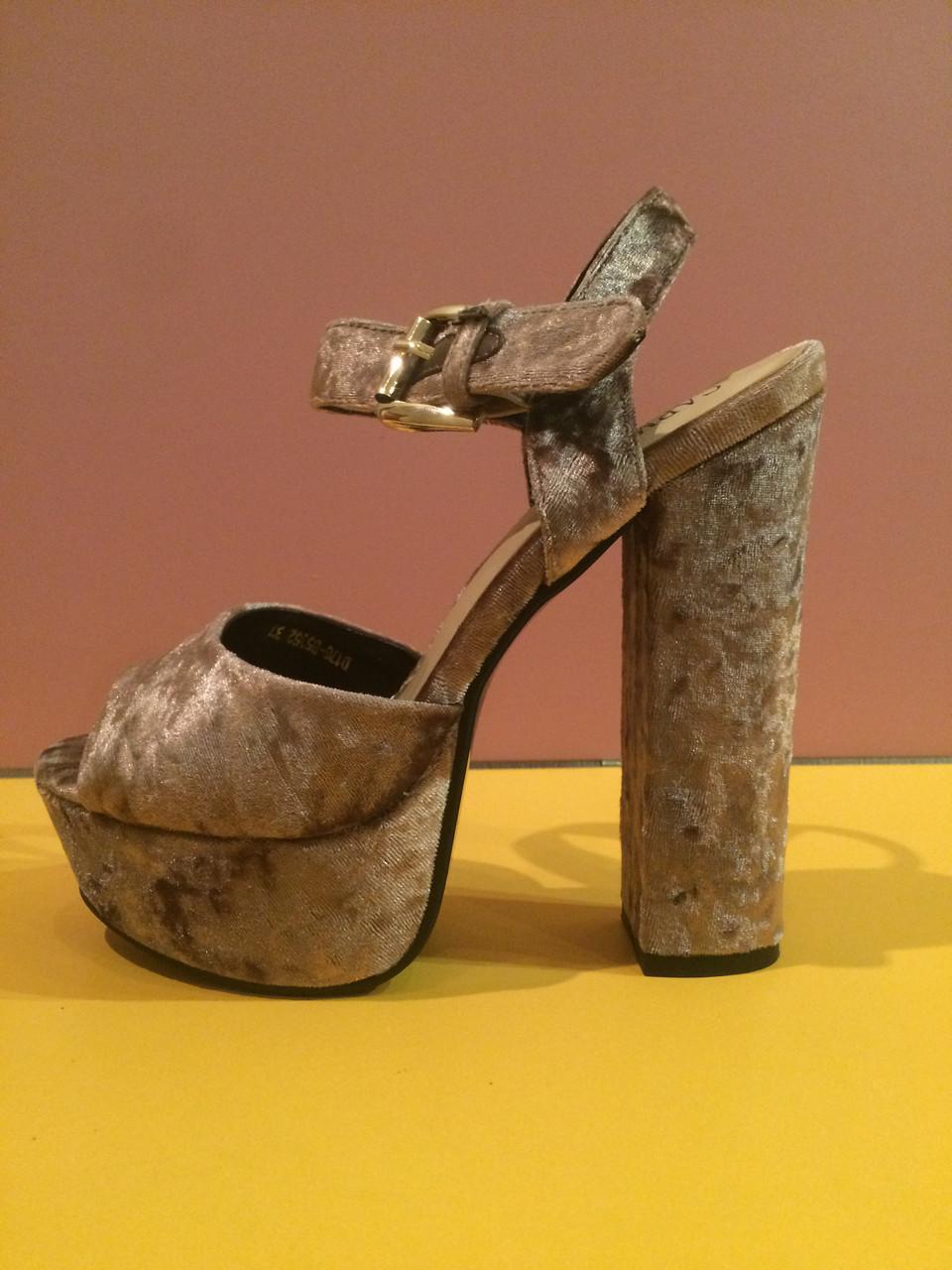Коричневые бархатные босоножки на толстом каблуке , копия