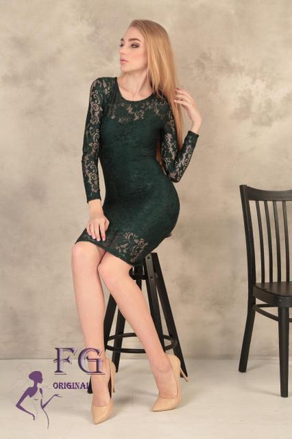 Гипюровое коктейльное платье-футляр миди, длинный рукав темно-зеленое