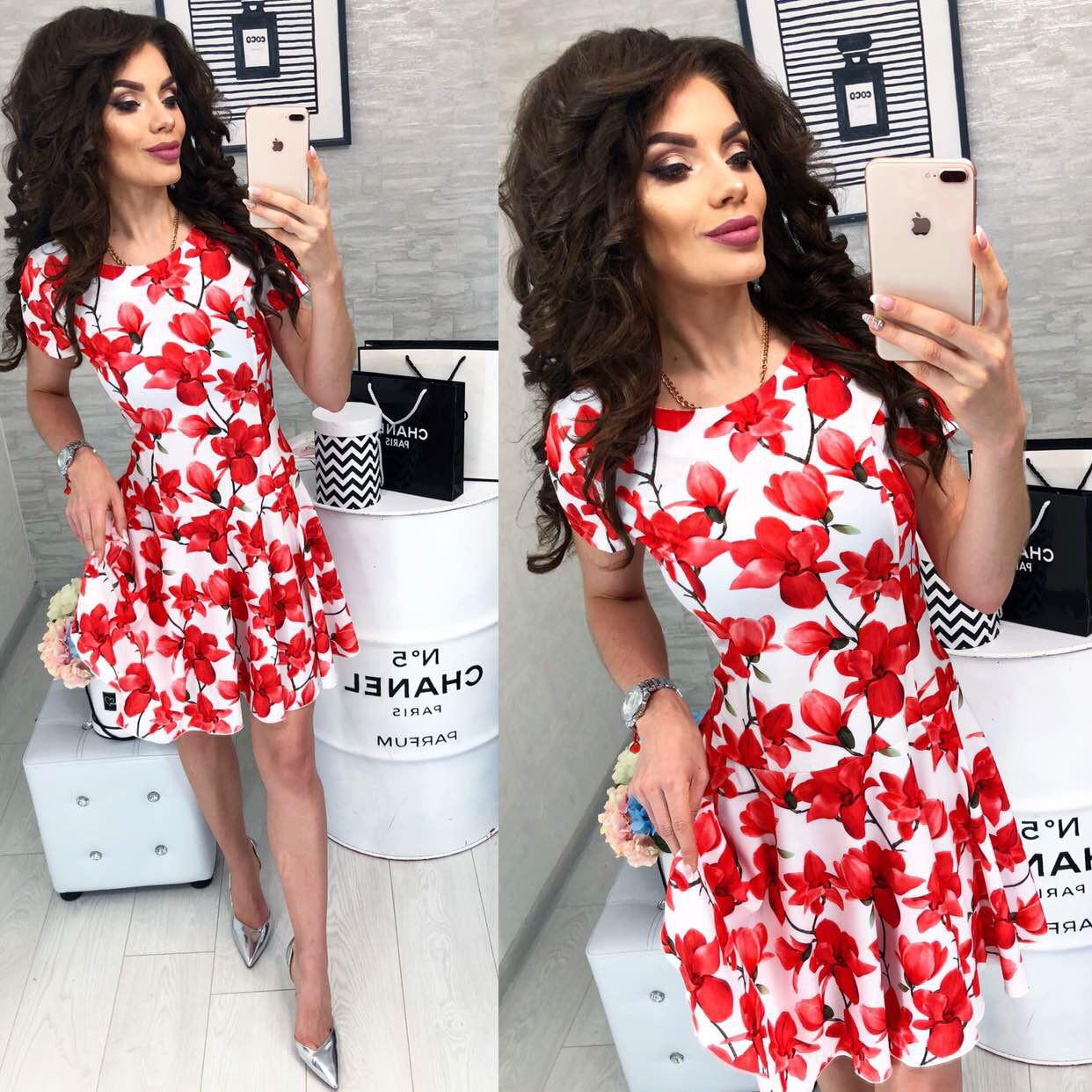Платье короткое ,летнее, модель 103, принт красный цветок на белом фоне