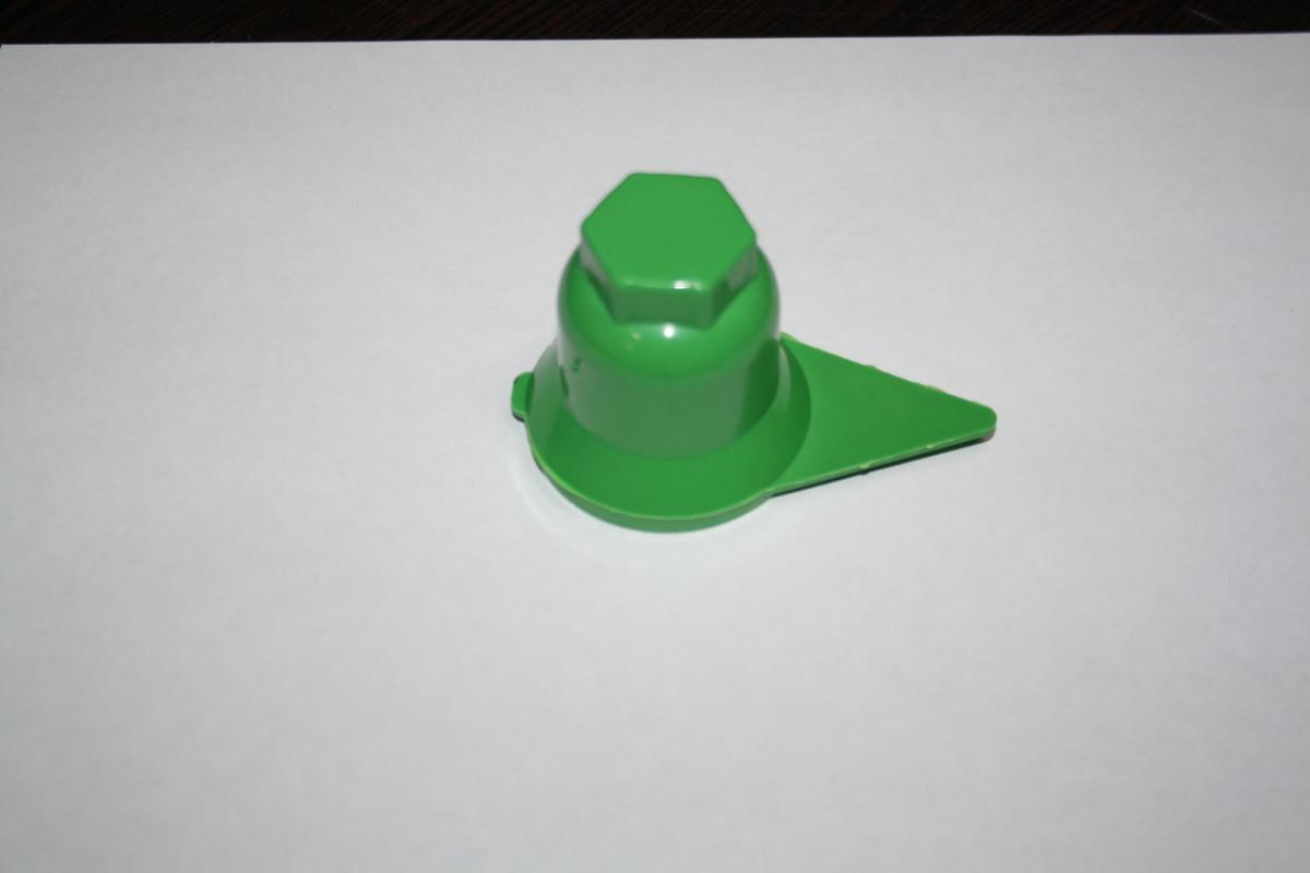 Колпачок на гайку 32 зеленый со стрелкой