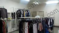 Магазин одежды из хромированной трубы