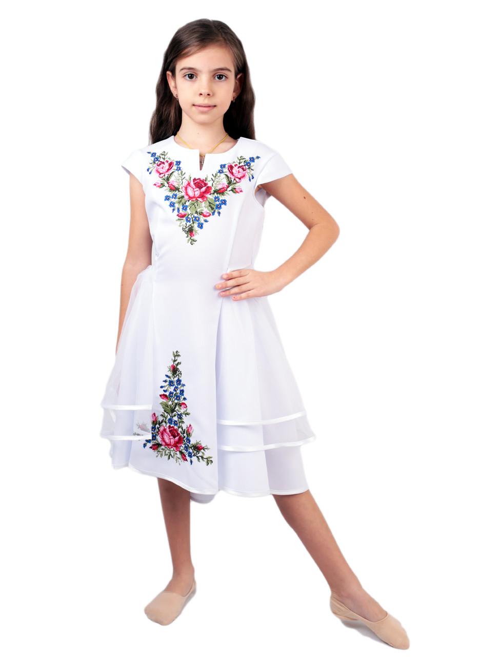 Вишите дитяче плаття на габардині білого кольору на короткий рукав