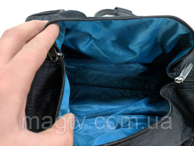 b3b30208b85e Дорожная сумка Calpak изготовлена из прочного материала и имеет 2  устойчивых колеса с резиновым покрытием,устойчивым к износу. Для большего  комфорта сумка ...