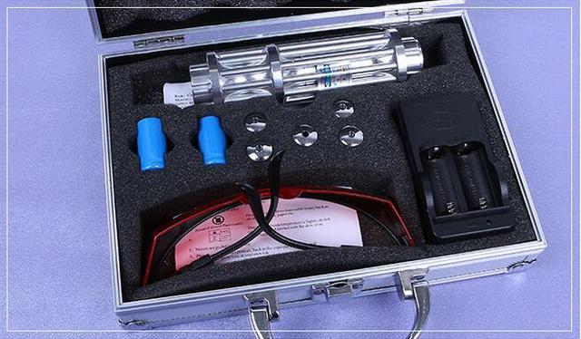 Лазерная указкаYX-017 с насадками в кейсе