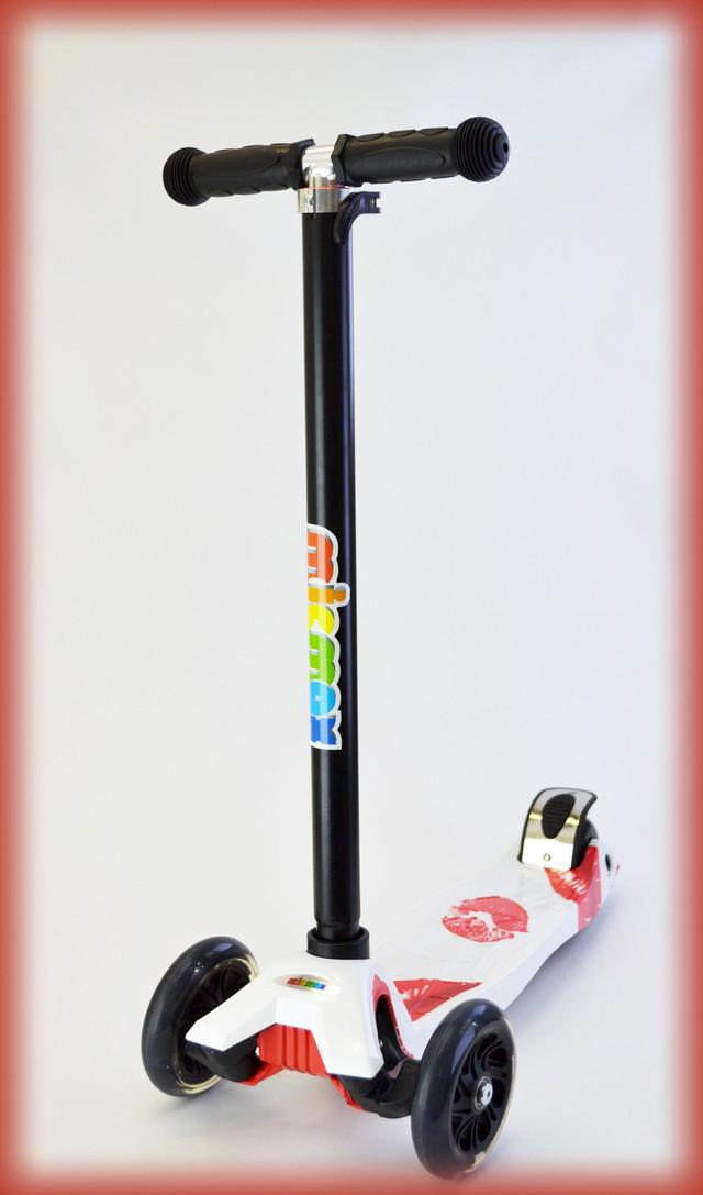 Самокат трехколесный Maxi Micro Губы регулируемая ручка, от 4 лет