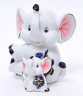 Фигурка из фарфора декоративная Два слоника