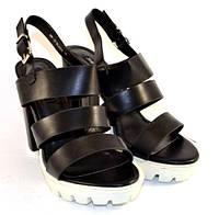 Молодёжные босоножки на высоком каблуке