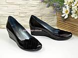 Женские черные туфли на танкетке, натуральная лаковая кожа и замша, фото 2