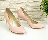 Женские классические кожаные туфли на шпильке, цвет пудра, фото 2