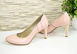 Женские классические кожаные туфли на шпильке, цвет пудра, фото 3