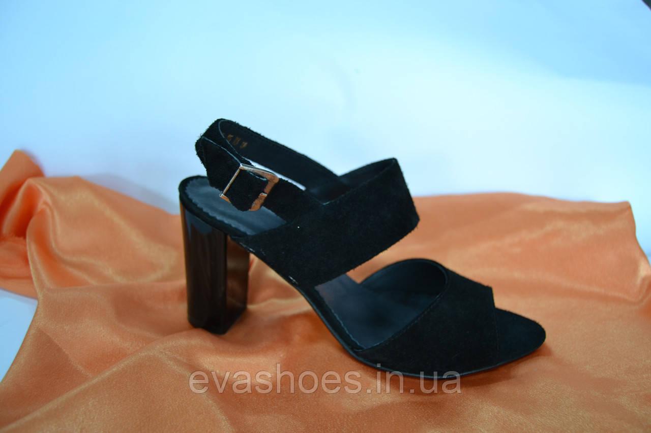 508cab665860 Замшевые босоножки на невысоком каблуке: продажа, цена в Черновцах.  босоножки и ...