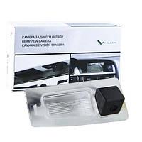 Штатная камера заднего вида Falcon SC28-HCCD. Mazda 3 4D 2014+
