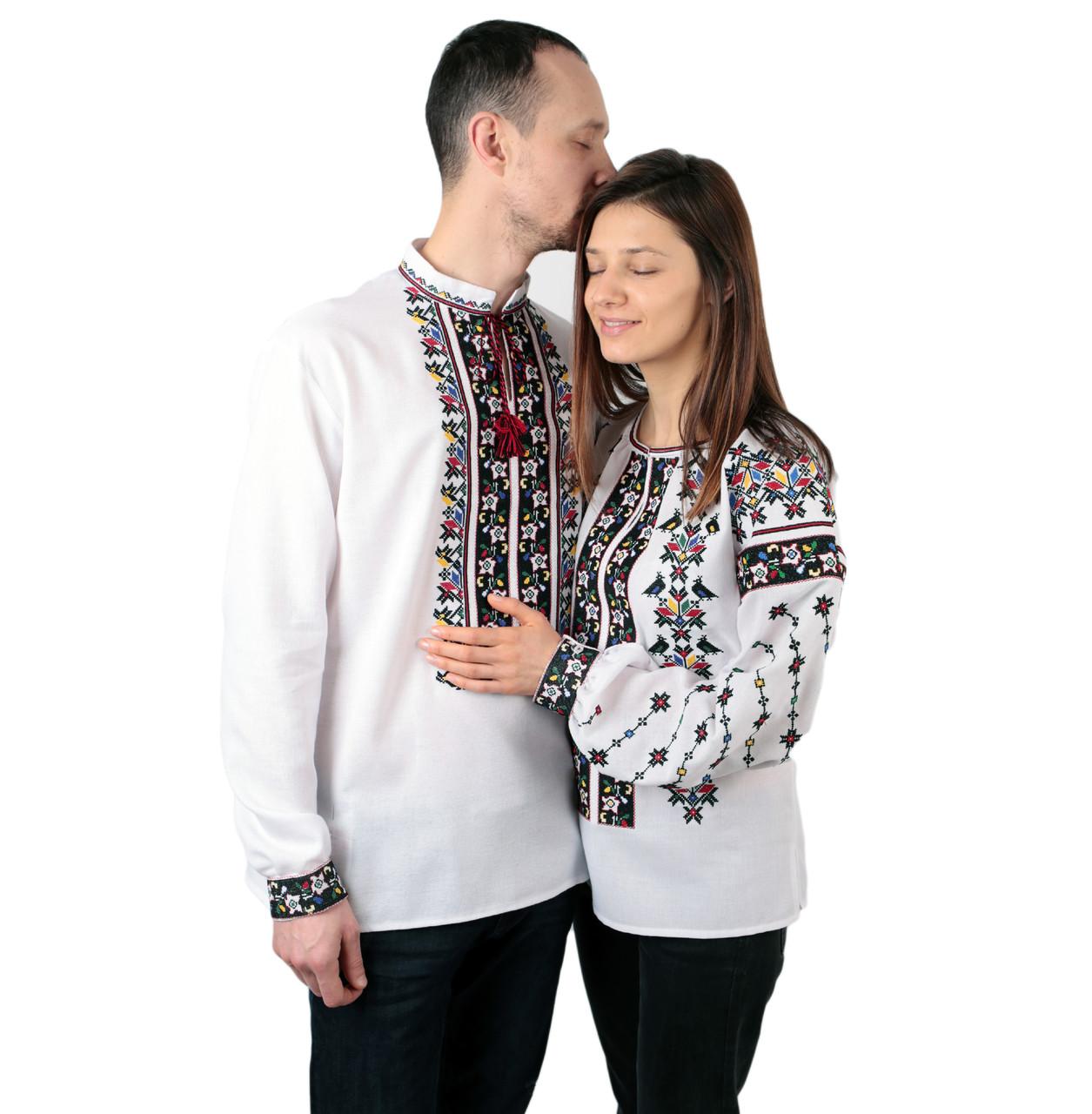 Пара вишиванок білого кольору з кольоровим орнаментом з машинною вишивкою