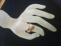 Кольцо под золото в виде руки держащей жемчуг