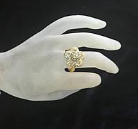 Кольцо под золото в виде цветка с мелкими камнями