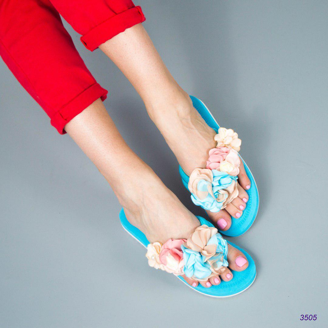 Шлепки женские с цветами голубые