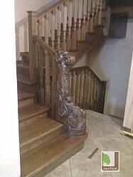Дерев'яні сходи на металевій основі під замовлення