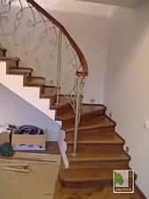 Сходи дерев'яні на бетонній основі