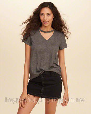 Женская серая футболка с чокером Hollister