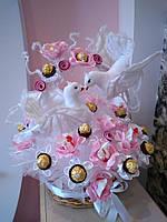 Свадебный букет из конфет  ручной работы с голубями