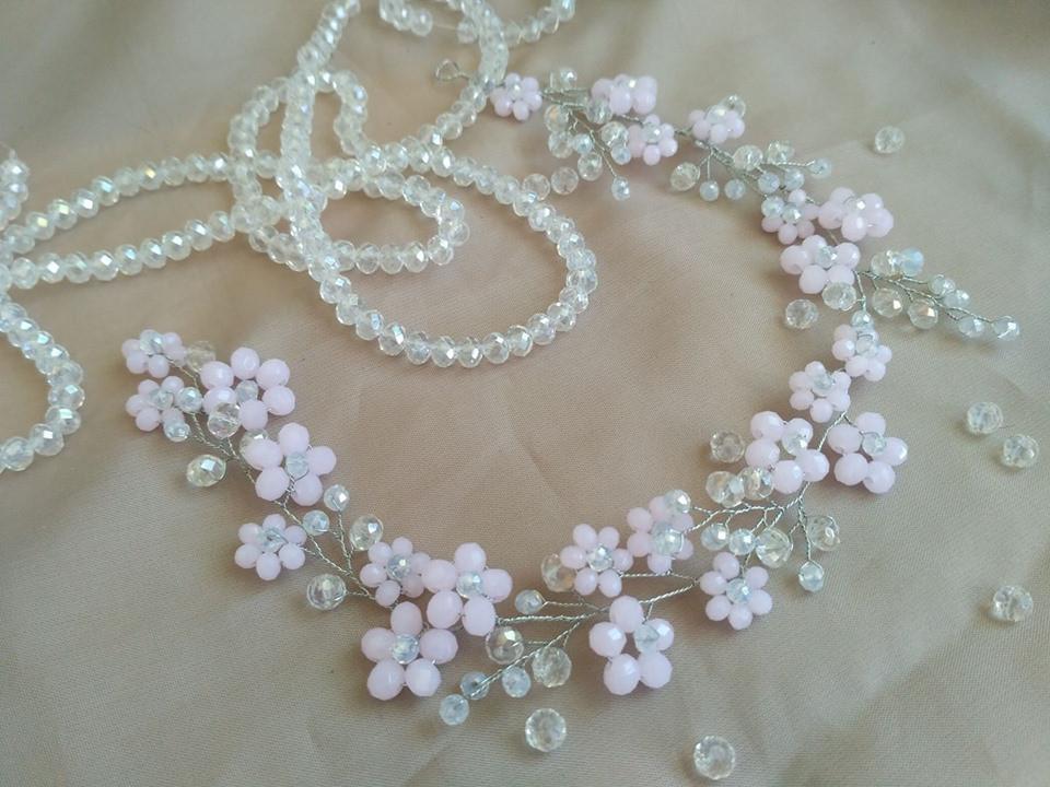 Ободок из бусин, украшения в прическу цветы из бусин, розовая веточка в прическу