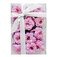 Цветы из ткани с листиками в коробке