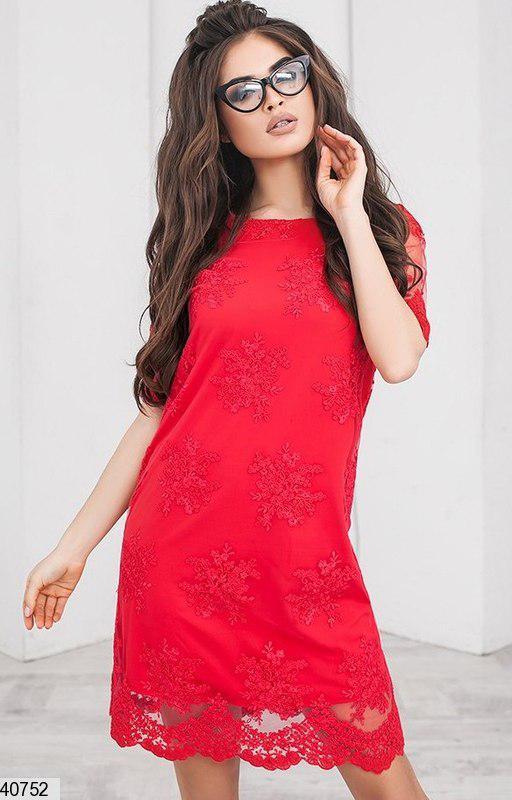 Красивое платье мини прямого кроя вышитое трикотажная подкладка ярко красное