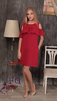 Короткое летнее свободное платье с пышным воланомбордового цвета