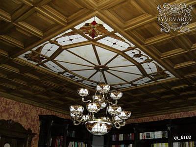 Витражный потолок с подвесной люстрой Тиффани