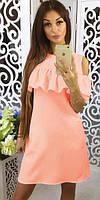 Короткое летнее свободное платье с пышным воланомперсикового цвета