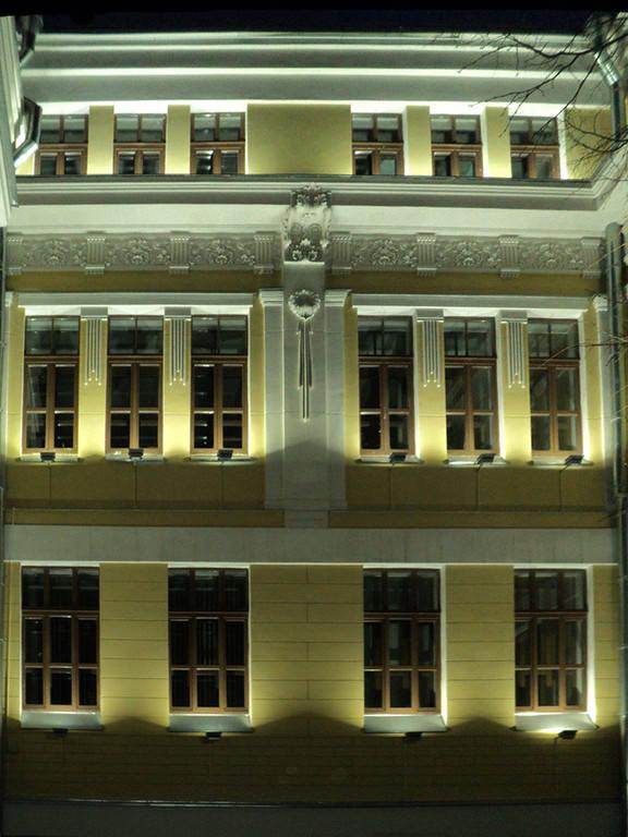 Подсветка фасада здания