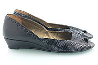 Очень красивые туфли с открытым носиком на небольшой танкетке