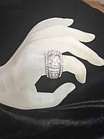 Кольцо под серебро с  камнями в виде цветочка