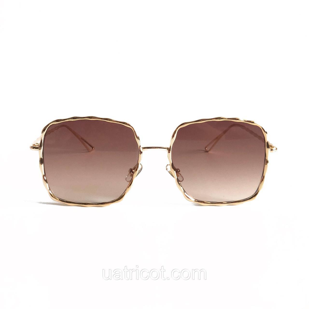 Женские квадратные солнцезащитные очки в металлическом плетении с коричневой линзой