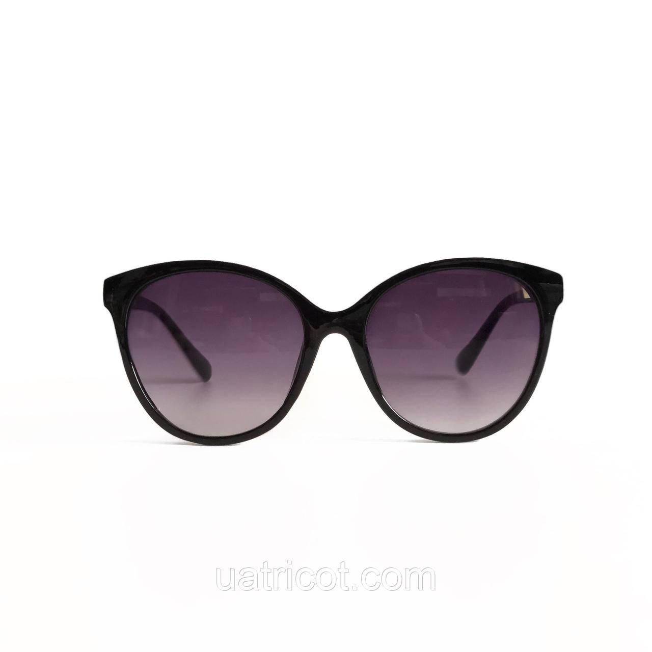 Женские солнцезащитные очки с чёрными линзами