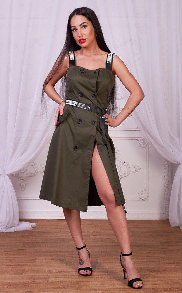 Стильное и модное женское платье цвета хаки