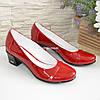 Женские лаковые красные туфли на невысоком каблуке классического пошива., фото 4