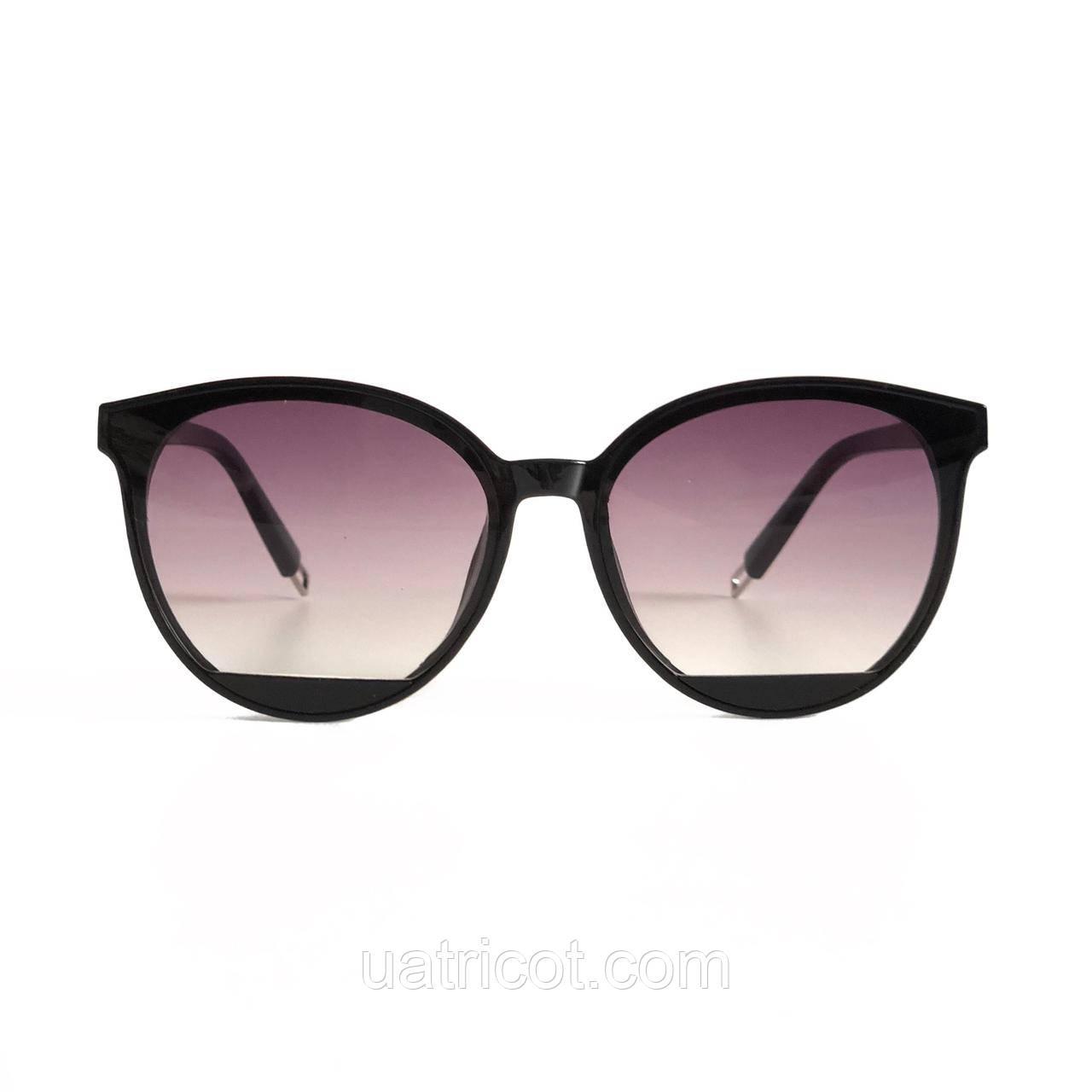 Женские солнцезащитные очки Сat eye в чёрной оправе с лавандовыми линзами