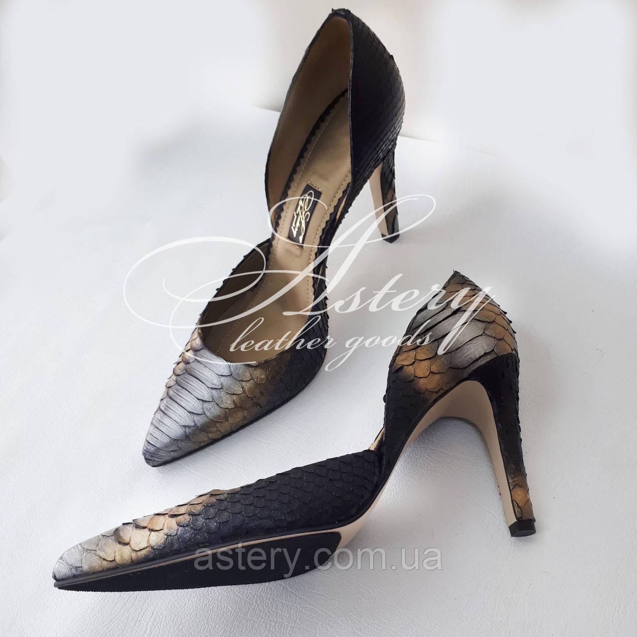Женские серебристые туфли из питона на низкой шпильке
