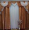 Массивный ламбрекен со шторами для большой комнаты