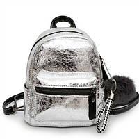 Рюкзак мини женский из экокожи блестящий с помпоном (серебристый), фото 1