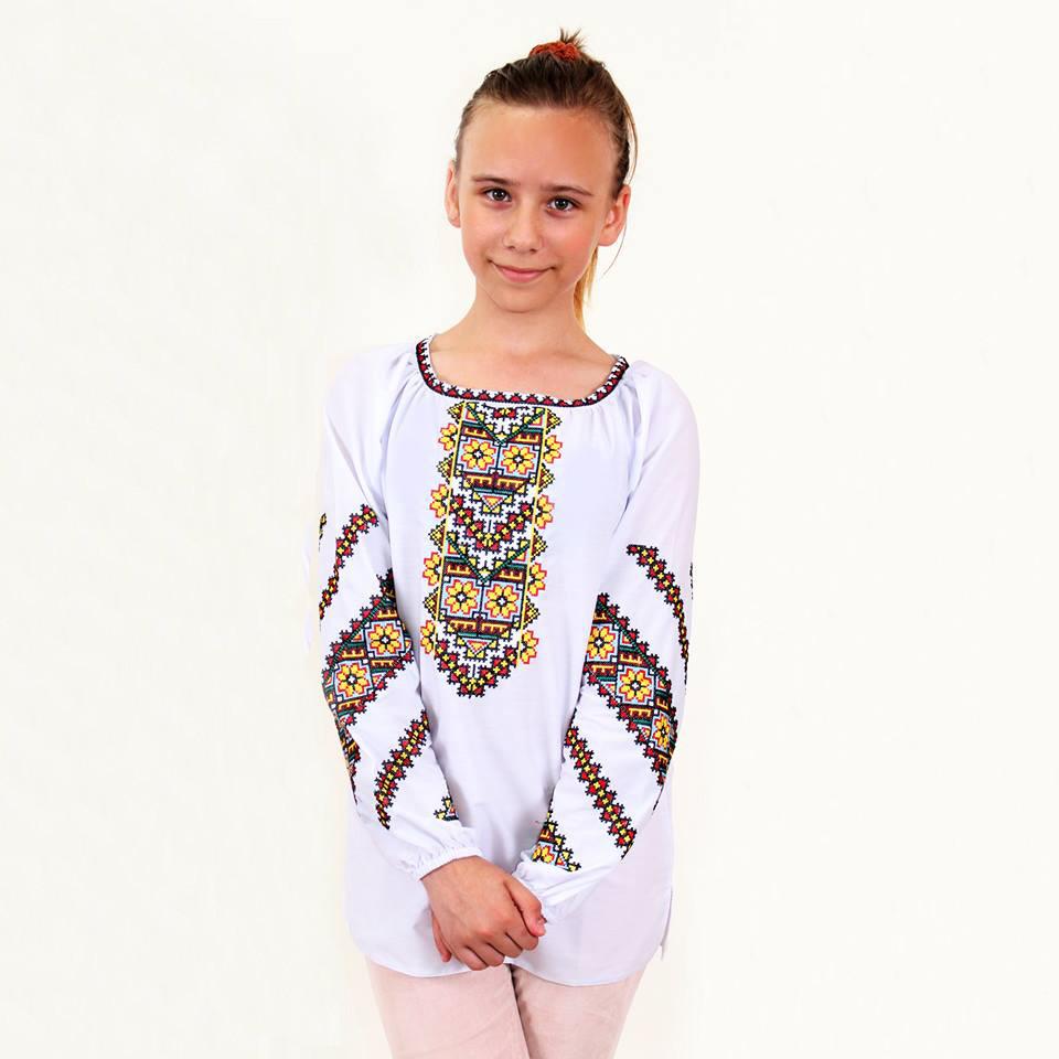 Вышитая блуза для девочки Юлия с желто-красным геометрическим узором