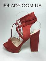 Босоножки женские красные замшевые на устойчивом каблуке и платформе