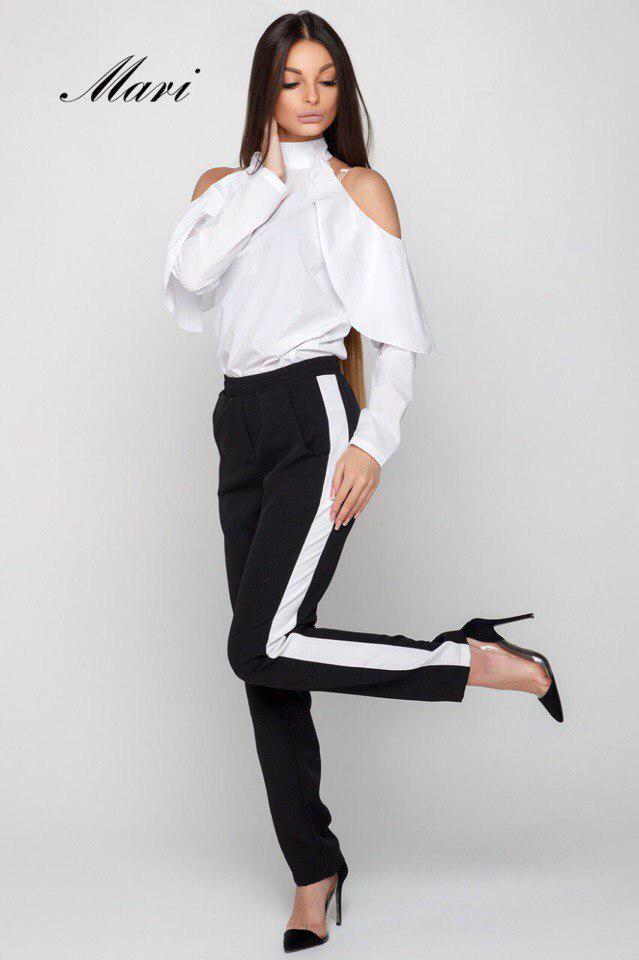Костюм офисный брюки с лампасами и белая блуза