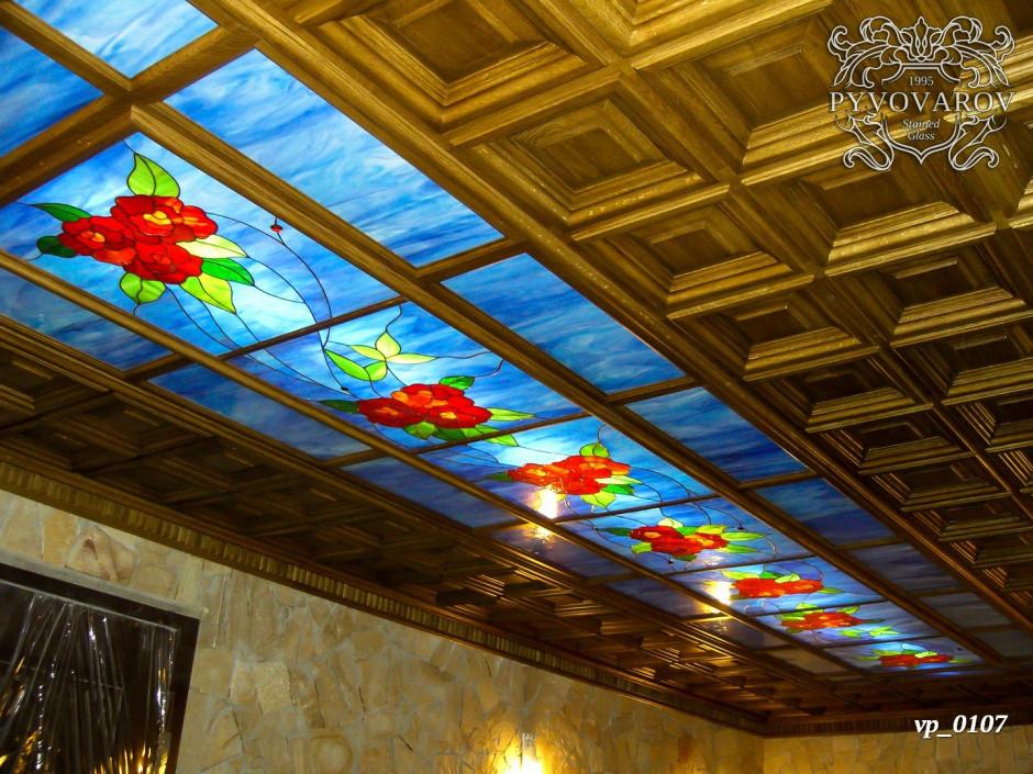 Витражный потолок цветы из кусочков цветного стекла