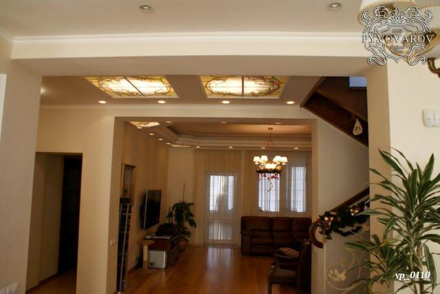квадратный витражный потолок